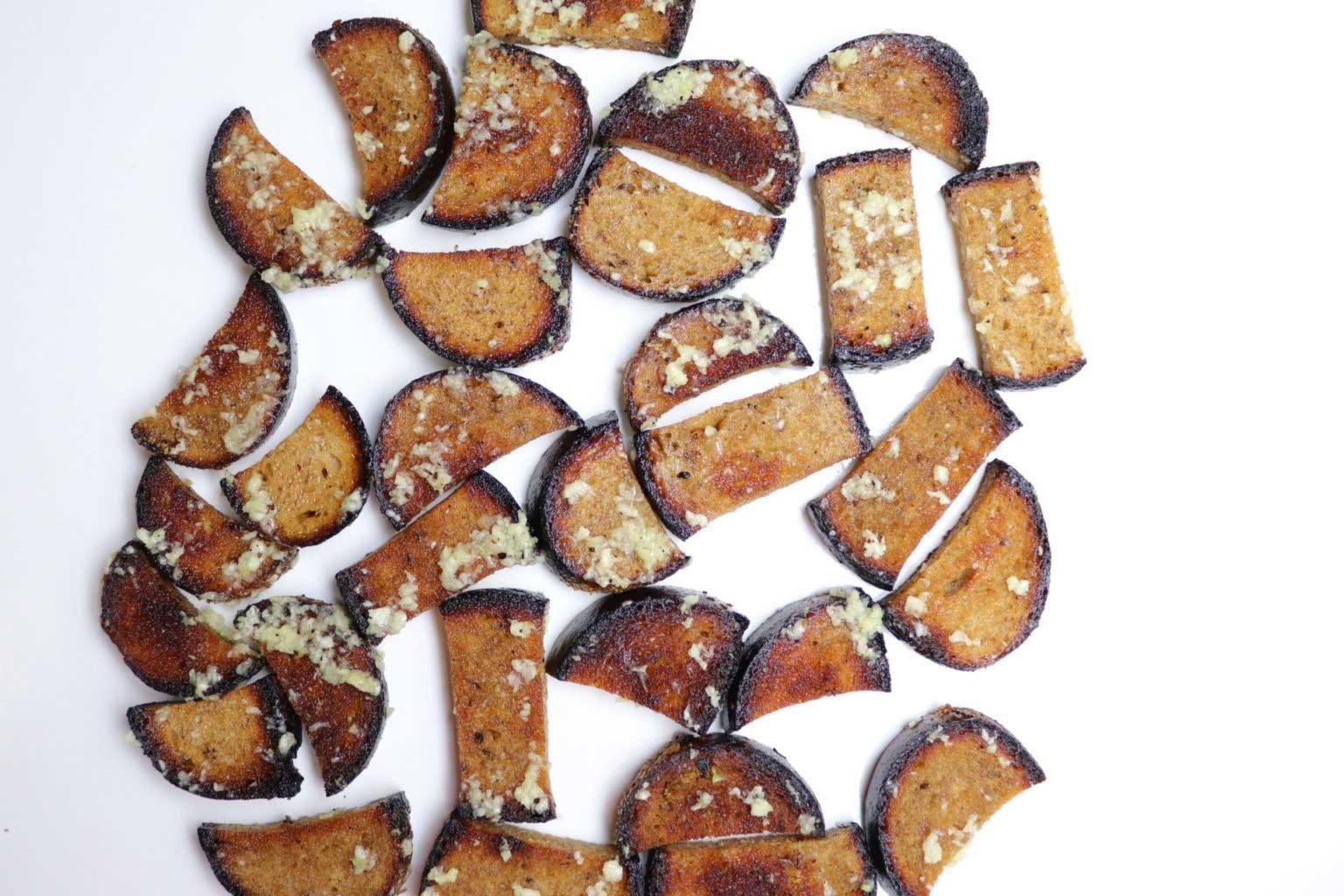 Rupjmaizes ķiploku grauzdiņu recepte