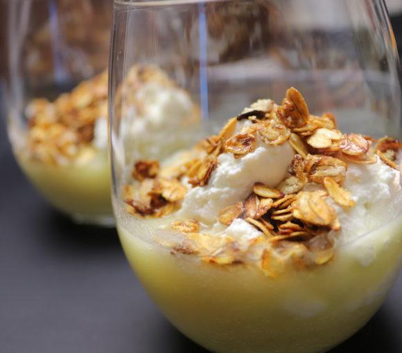 Biezpiena deserts ar ananāsiem un auzu pārslām