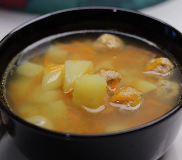 Frikadeļu zupas recepte