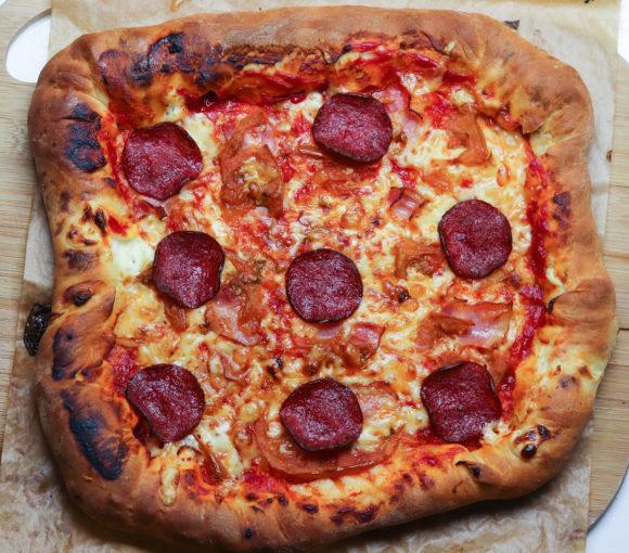 Pica ar pildītām maliņām. Recepte