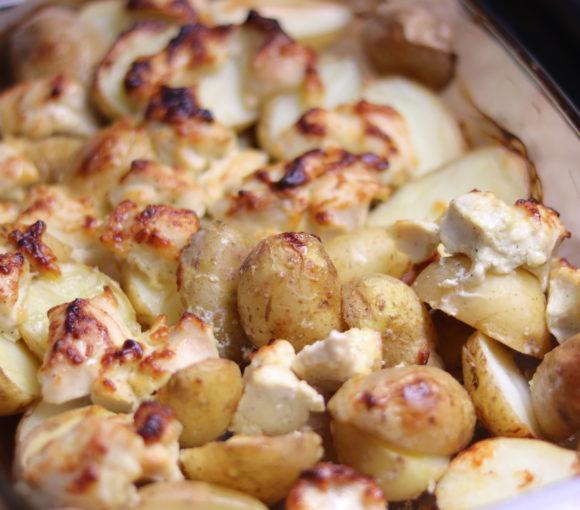 Krāsnī cepti kartupeļi ar mīkstu vistas fileju. Recepte