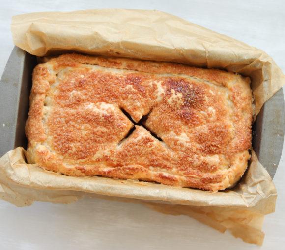 Ābolu - bumbieru pīrāgs no kārtainās mīklas. Recepte