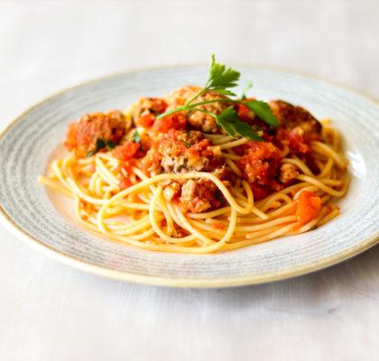 Gaļas bumbiņas ar spageti. Recepte