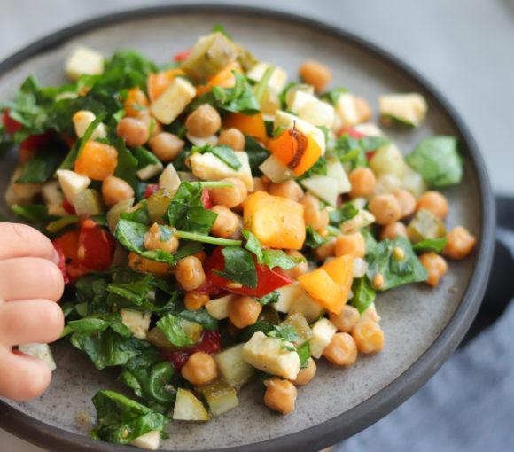 Svaigie salāti ar turku zirņiem. Recepte